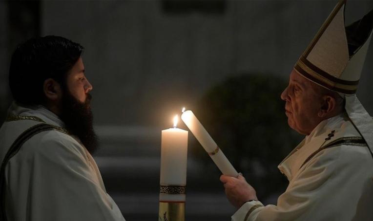 El Papa Francisco en Vigilia Pascual: Ánimo, con Dios nada está perdido
